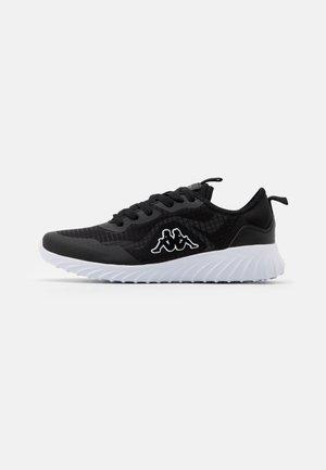 LEROY TEC UNISEX - Zapatillas de entrenamiento - black/white
