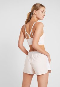 Under Armour - SEAMLESS LONGLINE BRA - Urheiluliivit - apex pink/white - 2