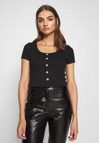 Even&Odd - BUTTON THROUGH SLIM FIT 2 PACK - T-shirt imprimé -  black/tan - 4