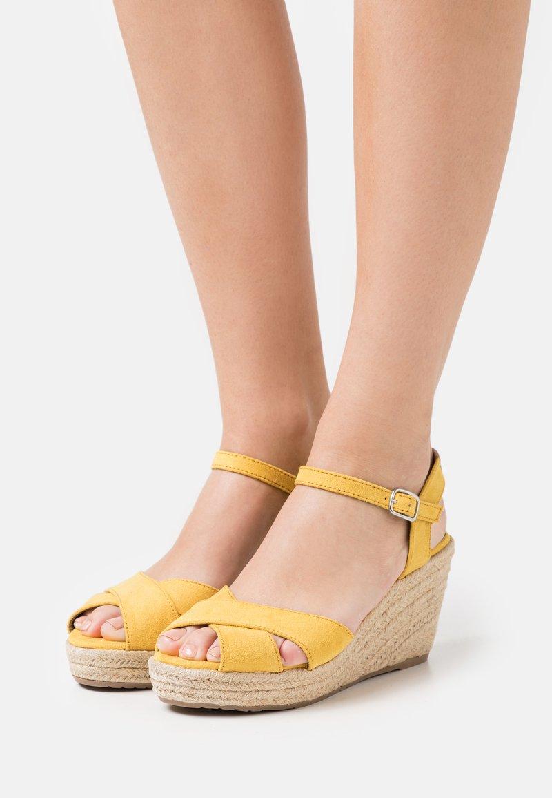 TOM TAILOR - Sandály na vysokém podpatku - yellow