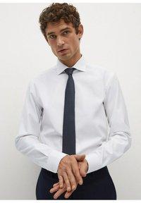 Mango - EMERITOL SLIM FIT  - Formal shirt - weiß - 3
