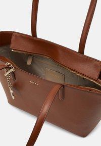 DKNY - BRYANT BOX SUTTON - Handbag - caramel - 3