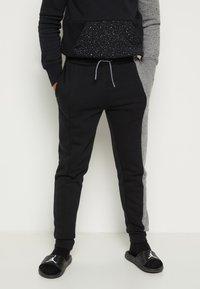 Jordan - AIR SPECKLE PANTS - Pantaloni sportivi - black - 0