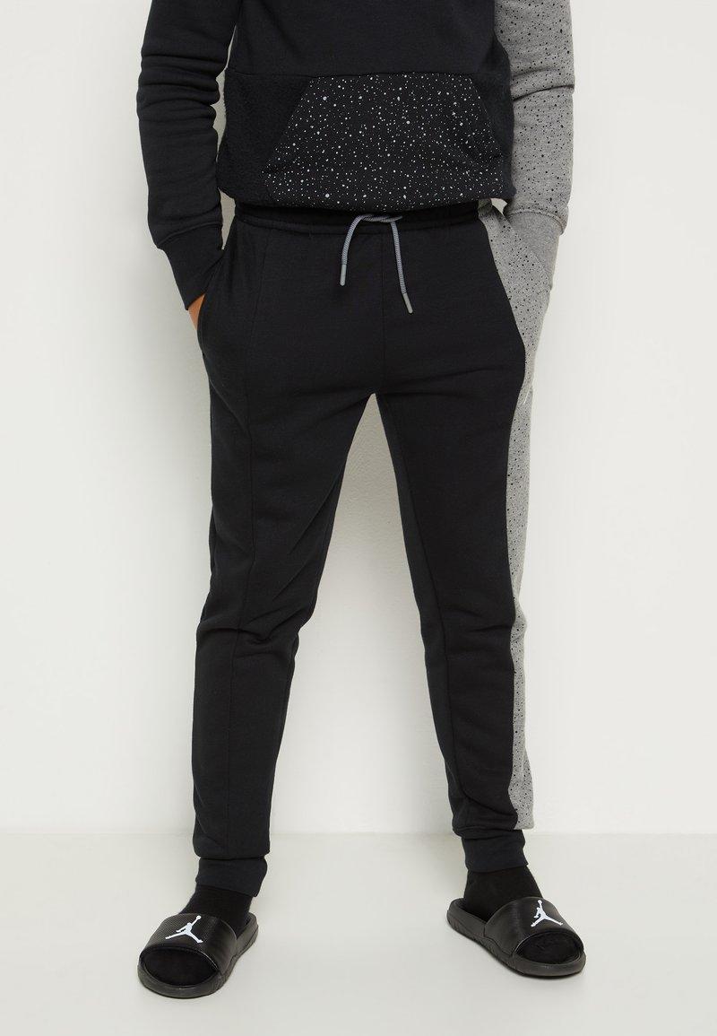 Jordan - AIR SPECKLE PANTS - Pantaloni sportivi - black