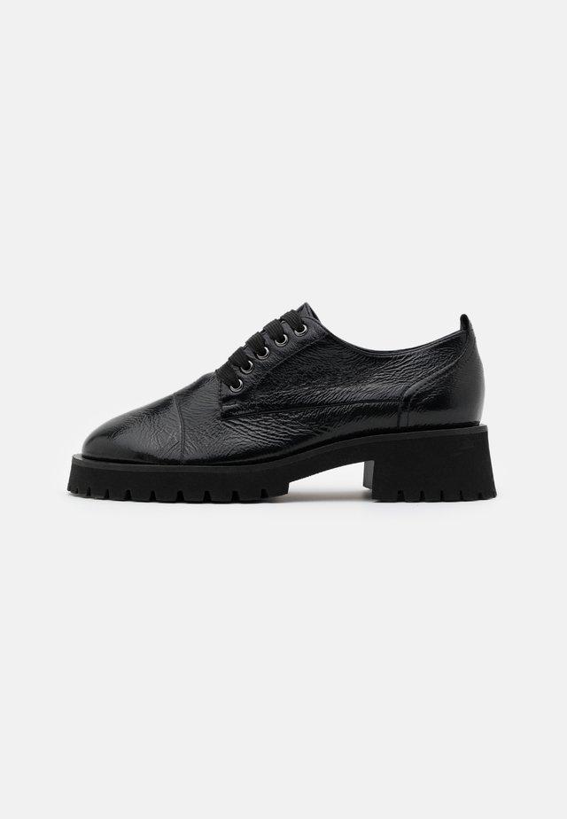Šněrovací boty - schwarz