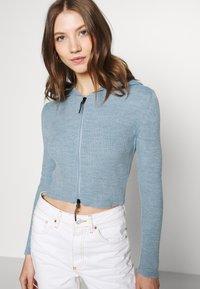 BDG Urban Outfitters - CROPPED ZIP HOODIE - Zip-up sweatshirt - baby blue - 3