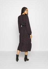 ONLY - ONLJERRY DRESS - Robe d'été - peacoat/toffee - 2