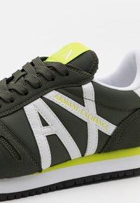 Armani Exchange - RETRO RUNNER - Sneaker low - fango/offwhite - 5