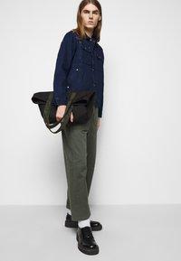 Henrik Vibskov - PLUMBER TWILL PANTS - Trousers - thyme green - 3