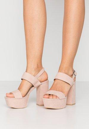 Sandalias de tacón - beige