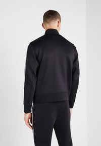 Neil Barrett BLACKBARRETT - LOGO TAPE MOCK NECK TRACK - Verryttelytakki - black/white - 2