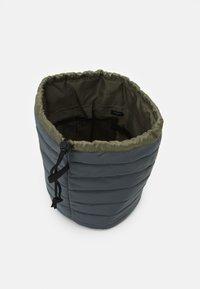TYPO - UTILITY CARRY ALL CASE UNISEX - Kosmetická taška - welsh slate/khaki - 2