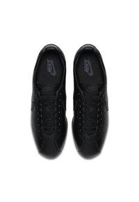 Nike Sportswear - CLASSIC CORTEZ - Sneakers basse - black/white/dark grey - 1