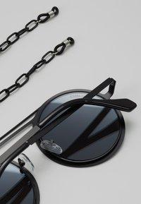 Urban Classics - CHAIN SUNGLASSES - Sluneční brýle - silver mirror/black - 3