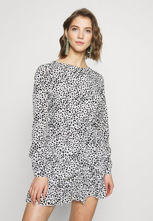 BUTTON RUCHED SIDE TEA DRESS DALMATIAN - Day dress - white