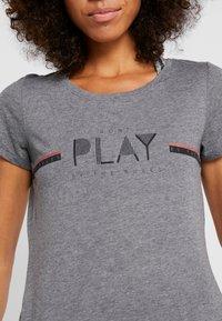 ONLY Play - ONPJANICE REGULAR TEE - T-shirts med print - medium grey melange - 5