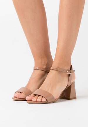 FLARE MID HEEL - Sandals - camel