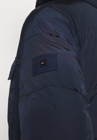 Tommy Hilfiger - ROPE DYE AIRFIELD - Winter coat - blue - 7