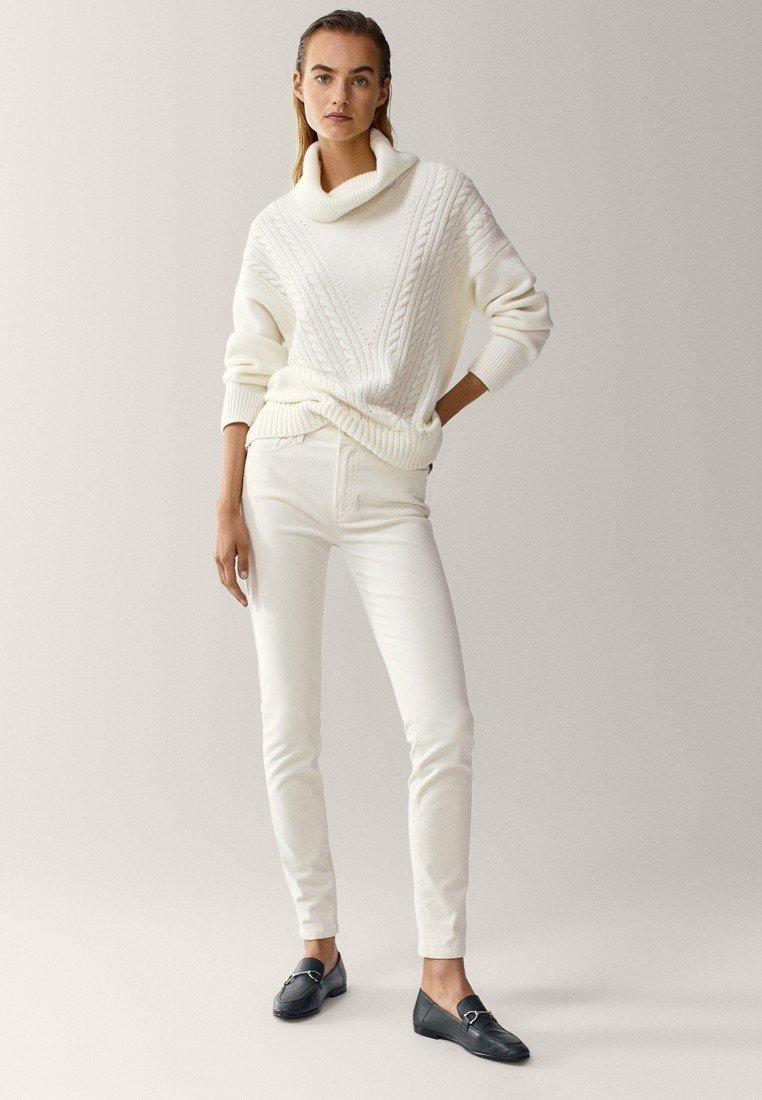 Massimo Dutti - AUS MICROCORD MIT HALBHOHEM BUND - Jeans Skinny - beige