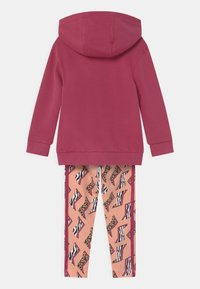 adidas Originals - ANIMAL PRINTED SET - Sweater - wild pink/multicolor/glow pink - 1