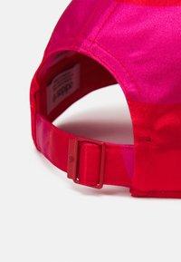 adidas Originals - MARIMEKKO UNISEX - Lippalakki - team real magenta/vivid red - 3