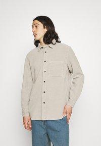 BDG Urban Outfitters - ACID WASH SHACKET - Kevyt takki - stone - 0