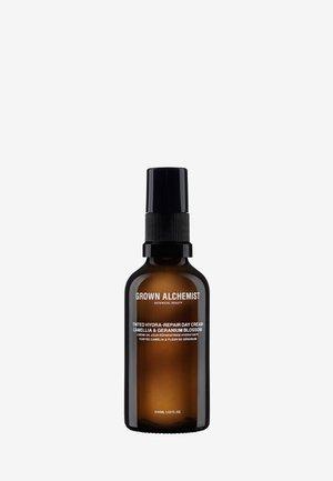 TINTED HYDRA-REPAIR DAY CREAM CAMELLIA & GERANIUM BLOSSOM  - Face cream - -