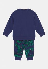 adidas Originals - CREW SET UNISEX - Survêtement - night sky/multicolor - 1