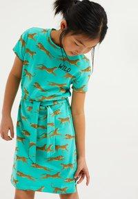 WE Fashion - MET LUIPAARDPRINT - Jersey dress - mint green - 1