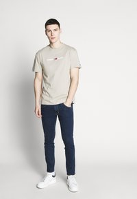 Tommy Jeans - Print T-shirt - stone - 1