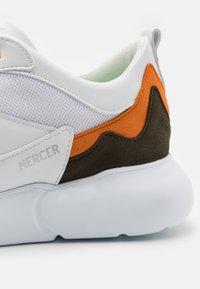 Mercer Amsterdam - W3RD - Tenisky - white/orange/olive - 5