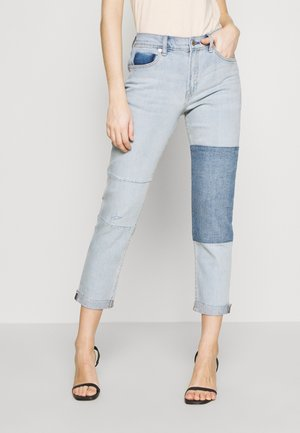 GIRLFRIEND LIGHT GARDENIA PATCH CUFF - Jeans Relaxed Fit - light wash