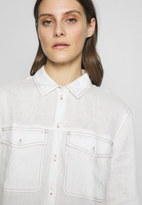 Gerry Weber Casual - 1/1 ARM - Button-down blouse - off-white - 3