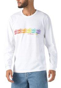 Vans - MN VANS X CHRIS JOHANSON WAVE LS - Print T-shirt - vintage white - 0