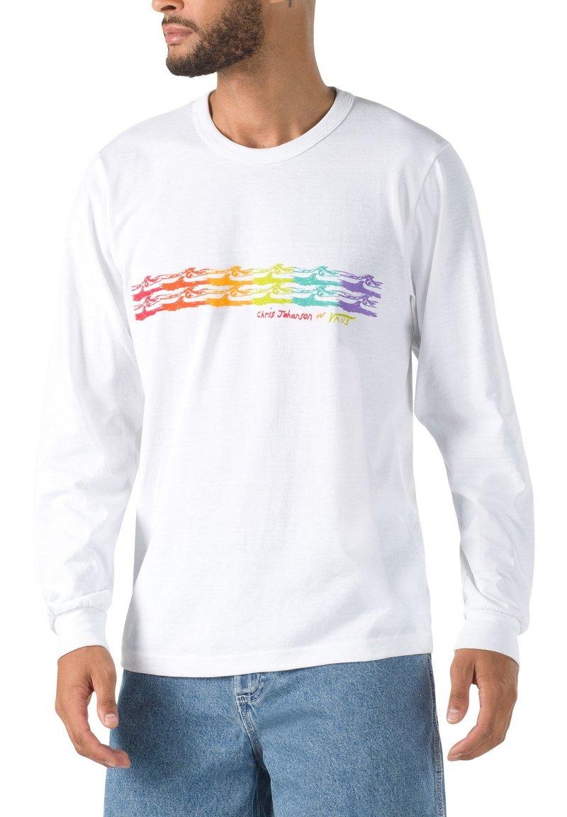Vans - MN VANS X CHRIS JOHANSON WAVE LS - Print T-shirt - vintage white