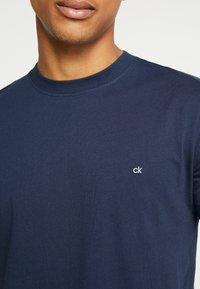 Calvin Klein - T-shirt basic - navy - 5