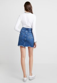 New Look - MOM SKIRT SKITTLES - Spódnica jeansowa - mid blue - 2