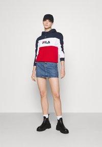 Fila - AQILA BLOCKED HOODY - Felpa - true red/black iris/bright white - 1