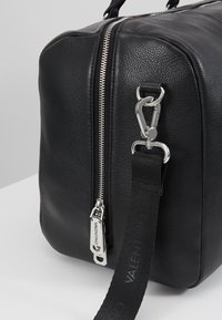 Valentino by Mario Valentino - WOLF  - Weekend bag - nero - 5