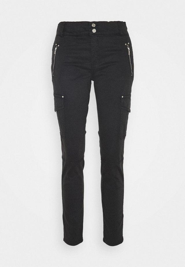 GILLES PANT - Pantalon cargo - black
