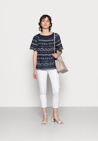 Thought - VALENTINA EMBROIDERED TOP - Blůza - navy - 1