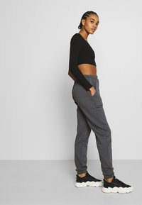 Nly by Nelly - COZY POCKET PANTS - Tracksuit bottoms - off-black - 3