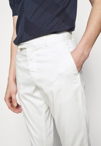 Frescobol Carioca - TAILORED TROUSERS - Kalhoty - off white - 5