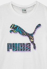 Puma - CLASSICS LOGO TEE UNISEX - Camiseta estampada - puma white - 2