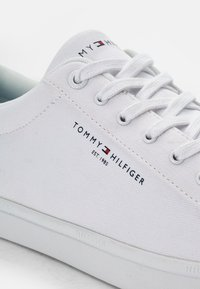 Tommy Hilfiger - ESSENTIAL CORE TEXTILE VULC - Sneakers - white - 5
