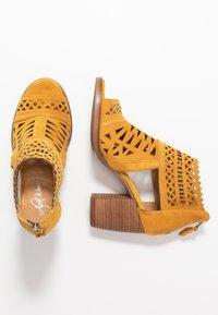 Alpe - LISET - Varrelliset sandaalit - mostaza - 3