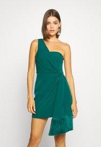 Forever New - ASSYMETRIC MINI - Koktejlové šaty/ šaty na párty - emerald - 0