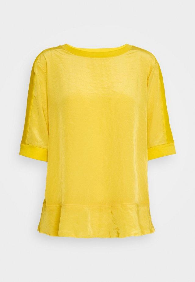 T-shirt imprimé - honey mustard