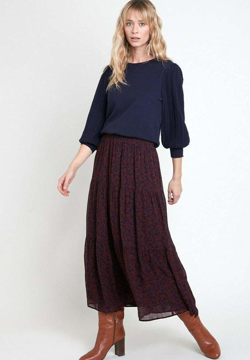 Maison 123 - Pleated skirt - bordeaux/dark blue