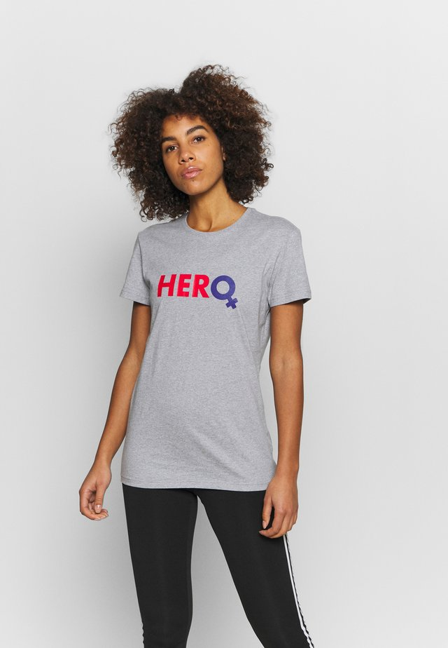 HERO - T-shirt con stampa - light grey heather